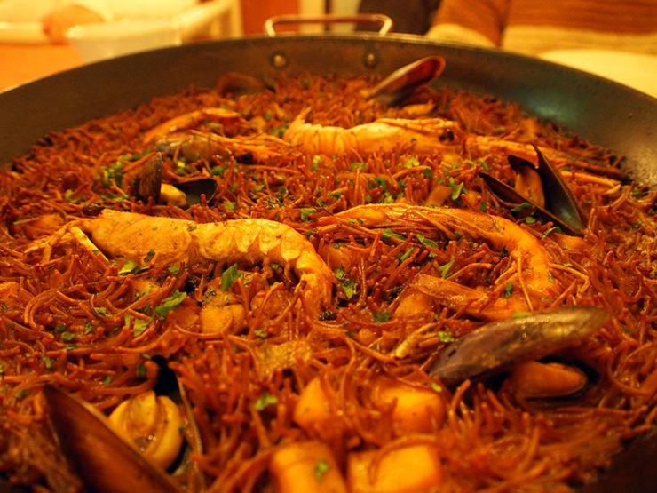 Paella o cassola? · Paella or casserole?